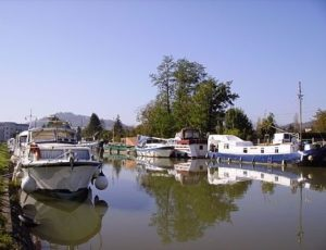 440px-Saint-Thibault–cher–marina