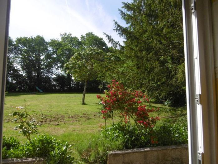 Gite-de-la-Quenaudiere-Vue-sur-jardin