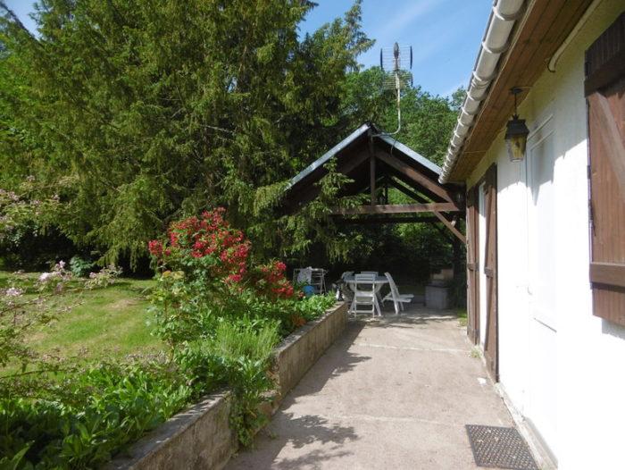 Gite-de-la-Quenaudiere-Vue-sur-terrasse-couverte